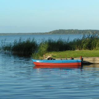 Ruderboot vor Anker