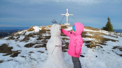 Vor dem Rodeln noch einen Schneemann bauen!