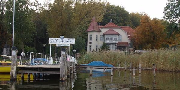 Das Gast- und Logierhaus in Warenthin hat einen eigenen Anlegeplatz für Wasserwanderer.