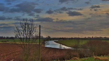 Die zahlreichen Gewässer machen die Region Niederrhein zu einem reizvollen Radelgebiet.