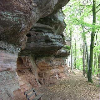 Rastmöglichkeit am Felsen