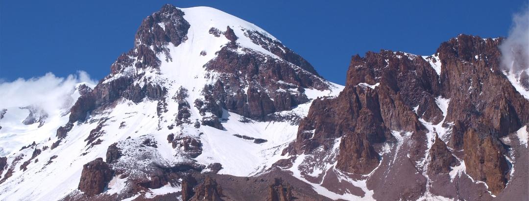 Kasbek vom unteren Gletscher um 3500m gesehen.