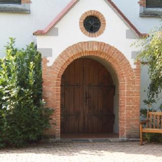 Schöne alte Kirchen liegen auf unserem Weg.