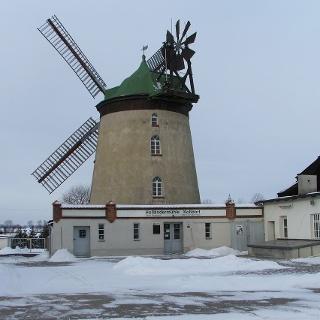 Bei der Windmühle in Koßdorf handelt es sich um einen Holländerturm.