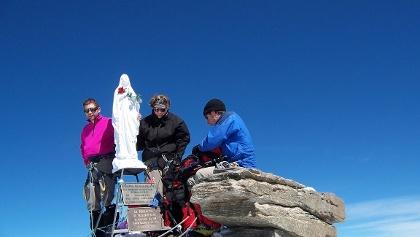 An der Madonna, der Gipfelstatue am Gran Paradiso.