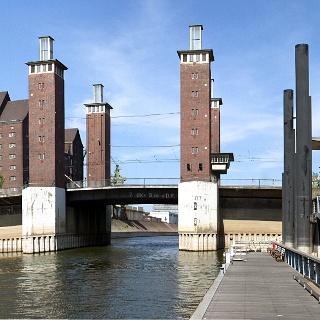 Die Schwanentorbrücke.
