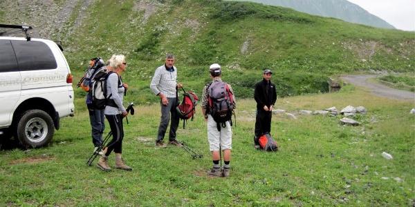 Start an der Heeresstraße ~2335m, mit Steinhütte ~2360m.