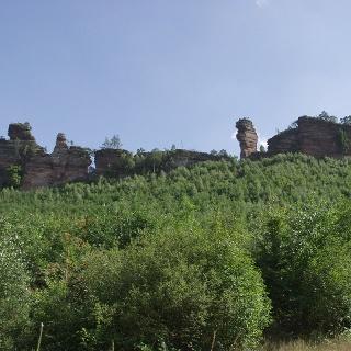 Der Lämmerfelsen ist eine von vielen spektakulären Felsformationen des Dahner Felsenlandes.