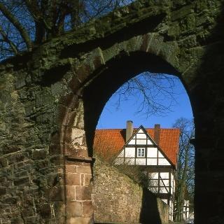 Blick durch das Burgtor
