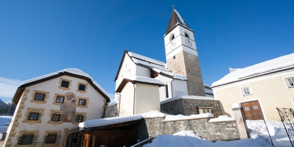 Dreifaltigkeitskirche in Tarasp Fontana.