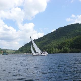 Segelboot auf dem Diemelsee.