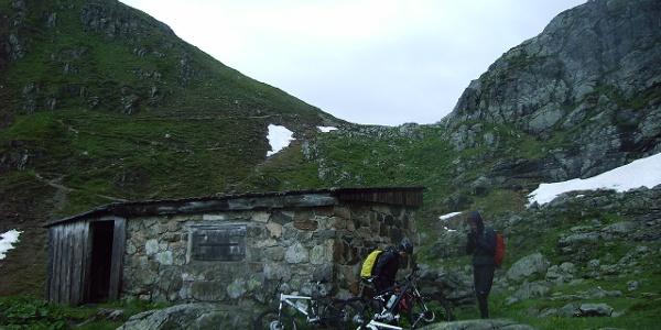 Schutzhütte etwas unterhalb des Schlappiner Jochs.