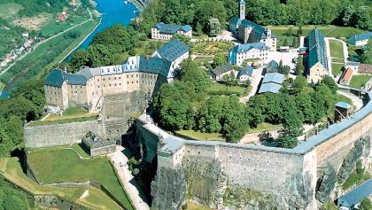 Kultur auf dem Weg: die mächtige Festung Königstein.