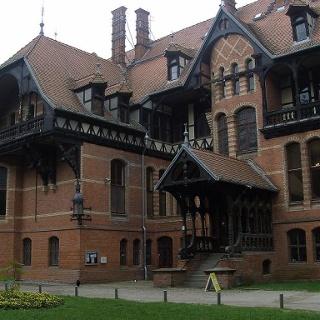 Das Jagdschloss der Großherzöge von Mecklenburg war Vorbild für den Cecilienhof in Potsdam.