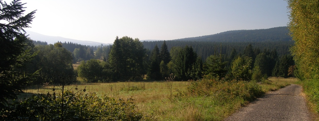 """Unser abwechslungsreiche Weg durch den tschechischen Nationalpark führt zum """"Krasna Hora"""" - Schönberg."""