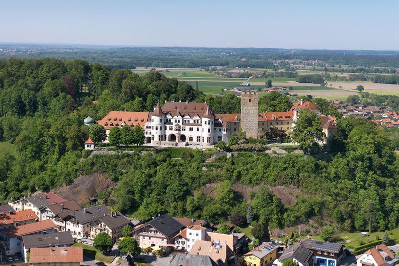 Wanderung rund um das Schloss Neubeuern