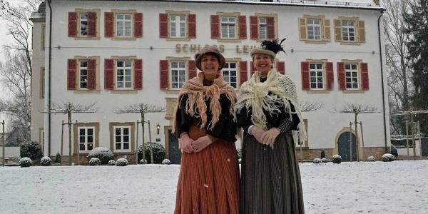 Stadtführerinnen mit historischen Kostümen