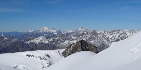 Im Hintergrund die Station Matterhorn glacier paradise (Klein Matterhorn). Ausgangspunkt für diese Tour