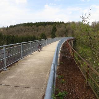 auf der alten Bahnlinie Pronsfeld - Neuerburg, Brücke über den Fluelsbach