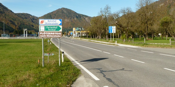 Abzweigung in der Nähe der Autobahnabfahrt