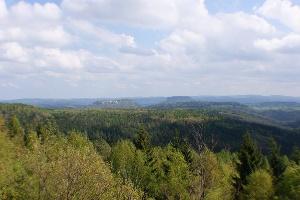 Foto Ausblick vom Bernhardstein nach Norden zur Festung Königstein (weiter rechts der Lilienstein)