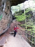 Foto Unter diesem Felsendach am Bernhardstein wird man garantiert nicht nass