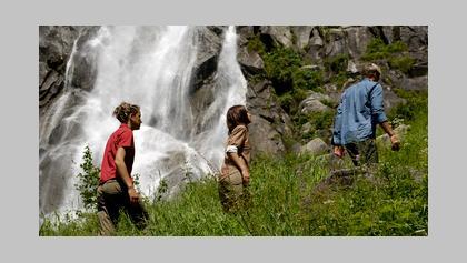 a-passeggio-sotto-le-cascate-del-nardis-in-val-di-genova