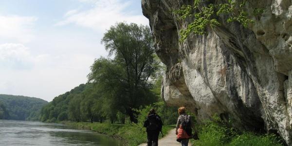 Wanderung auf der Donauroute in der Nähe von Wipfelsfurt und Bienenkorb in der Weltenburger Enge, Donaudurchbruch