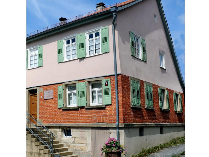 Aktuelle Außenansicht des Wohnhauses von Georg Kropp, das heutige Bauspar-Museum   - © Quelle: Wüstenrot Bausparkasse AG