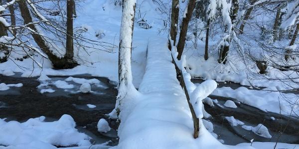 Die kleine Brücke über die Jugetach