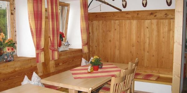 Gaststube in der Gaudeamushütte