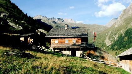 Steineralm, Blick zur Sudetendeutschen Hütte auf der Oberen Steineralm