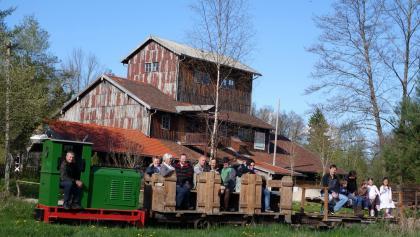 Feldbahn mit Torfbahnhof