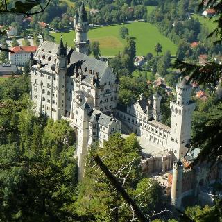 Tiefblick auf das Schloss Neuschwanstein
