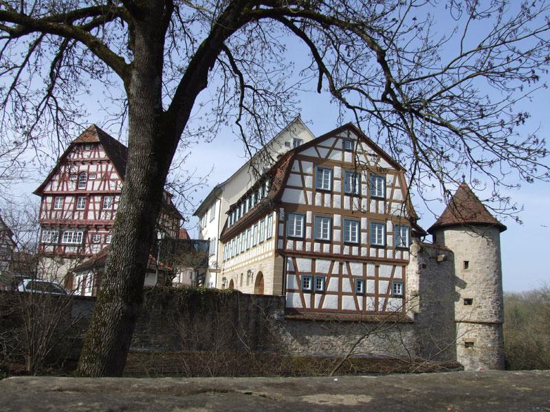 Reste der alten Ganerbenburg sind im ganzen Städtle zu finden   - © Quelle: Antje Kunz