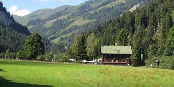 Es geht an der Oberlandhütte vorbei in den Oberen Grund