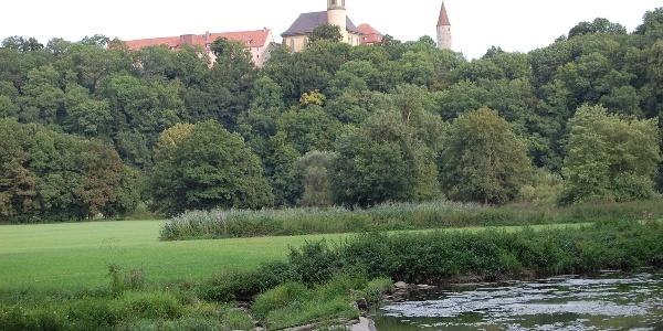 Stadtturm und Stadtkirche vom Eichenauer Wehr aus