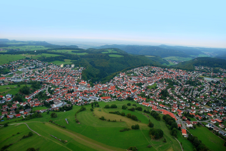 Luftbild Meßstetten - etwa in der Bildmitte der tiefe Taleinschnitt Richtung Lautlingen