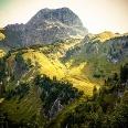 Hochalppass und der Bergfuß des Großen Widdersteins von Weitem noch