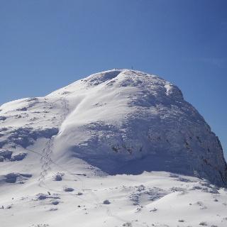 Nicht immer kann man allein vom Gipfel im Pulverschnee abfahren,