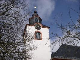 Kirchturm der ev. Kirche in Kleinich (Foto: Thomas Kalff, Quelle: Mosellandtouristik GmbH)