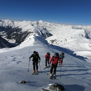 Leichtes Gelände vor der Nördlichen Sulzspitze