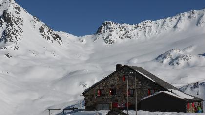 Grialetschhütte 2542 m mit Fuorcla Sarsura