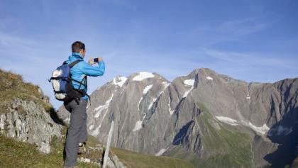 Wanderer bei der Alpenüberquerung