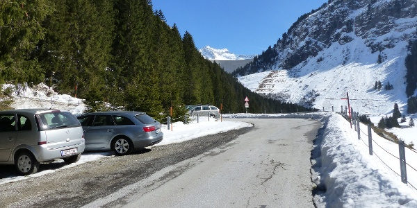 Parkmöglichkeiten kurz nach dem Gh. Bärenbad.