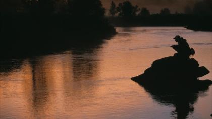 Angler bei Mitternachtssonne