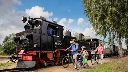 Radwandern parallel zur Döllnitzbahn