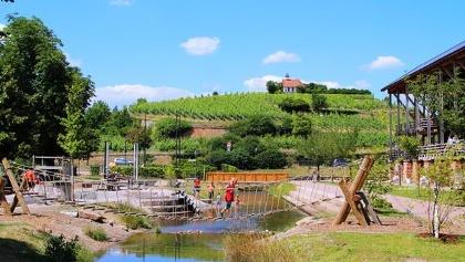 Kurpark mit Wasserspielplatz an der Isenach