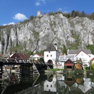 Hölzerne Pfeilerbrücke über die Altmühl beim Markttor – Essing