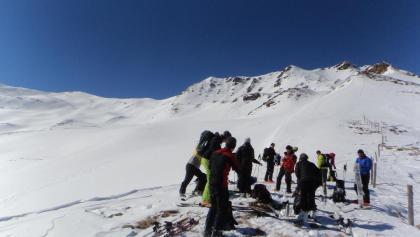 Der Million links der Bildmitte, kurz vor dem Gipfel ca. 30 Grad steil, ansonsten flacher. Rechts der Frisiberg.